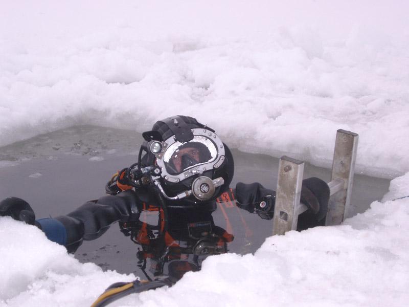 Inspection vanne de fond sous glace